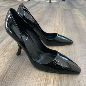 Brand new Roger Vivier black leather heels